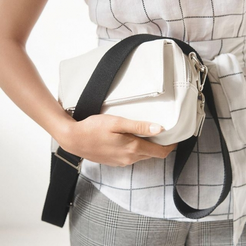 Give the gift of style this Valentine's Day. Shop this season's must have accessory,  the Tara Bag now at @sussanfashion. . . . #karingal #karingalhub #frankston #frankstonlocals #melbourne #melbournelocals #byISPT #valentinesday